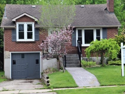 For Sale! 593 Victoria Street